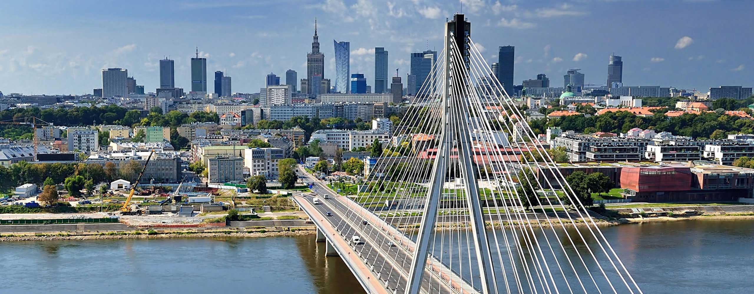 Warschauer Brücke vor Skyline von Düsseldorf